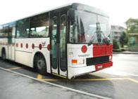 Bus der Transports Publics Fribourgeois an der Haltestelle Marsens Village